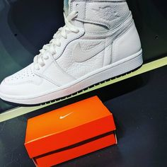 Cutest gift card box ever. Nike Gift Card, Nike Gifts, Gift Card Boxes, Gift Card Giveaway, Nike Air Force, Sneakers Nike, Instagram Posts, Cute, Cards