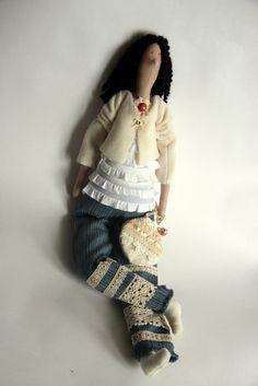 Конечно же, куклы! Просто иногда бывают такие заказы, когда дают фотографии и просят сшить куклу, в общих чертах, похожую на будущую хозяйку...