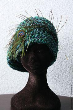 Knitted hat with feather / Купить VACANZE ROMANE 670 - морская волна, изумрудный цвет, изумрудно-зеленый, павлинье перо