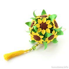 "SunFlower Kusudama - Flowers from the book ""Hana no kusudama"" by Mariko Kubo p.60 Flowers: 9*9 cm, 9*9 cm, 7.5*7.5 cm Leaves: 9*9 cm ""Lazy"" Electra: 5*5 cm, height ~ 10 cm, tutorial Final height: ~ 12 cm"