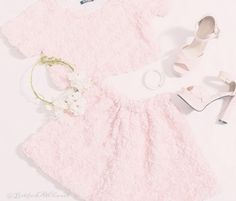 I love this girly sweet look!! Have to find an outfit like this!!