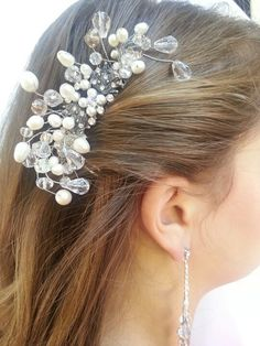 Pearl and crystal hair comb with flexible wires
