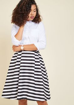 <p>You can't help but smile, taking a shoreside stroll in this stretch-cotton skirt. As the warm, ocean-swept wind blows this black and white, pleated midi - part of our ModCloth namesake label - you slide your hands into the roomy pockets and joyously admire the setting sun in style.</p>