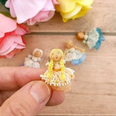 Donna To Win Warm Praise From Customers Piccolo Quadro Kind-Hearted Miniatura Decorativa miniature