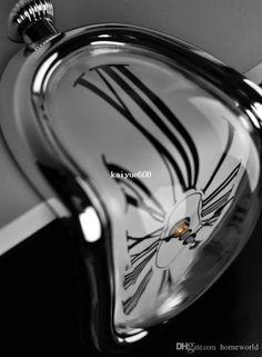 Kostenloser Versand Retro Verzerrte Clock Rechtwinklig Wanduhr Modern Design Schmelzzeit Seated Uhren