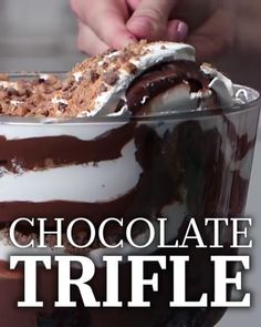 Need a quick that feeds a crowd? This fool-proof Trifle is here to save the day. Chocolate Trifle dessert, easy, cake Need a quick that feeds a crowd? This fool-proof Trifle is here to save the day. Chocolate Trifle Desserts, Dessert Oreo, Chocolate Recipes, Fun Desserts, Delicious Desserts, Quick Dessert, Yummy Food, Brownie Trifle, Dinner Dessert