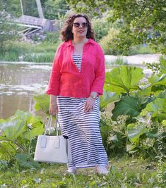 how to wear bright colours Small Wardrobe, Expensive Clothes, Striped Jersey, Bright Colours, My Outfit, Pretty In Pink, Personal Style, Smile, Elegant