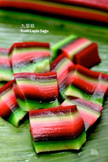 The Furry Bakers: 九层糕 Kueh Lapis Sagu Asian Snacks, Asian Desserts, Asian Recipes, Steamed Cake, Steamed Buns, Nyonya Food, Malaysian Dessert, Indonesian Desserts, Asian Cake