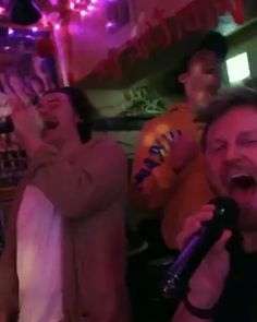 Harry singing 'I Have Nothing' on karaoke at a club in Tokyo, Japan February Harry Styles very drunk 🍺🍺🍺 . Harry Styles Drunk, Single Forever, Old Hollywood Style, London Apartment, London Life, Tokyo Japan, Karaoke, February, Singing
