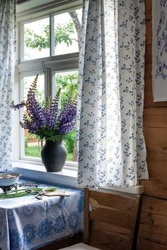 You can use home interior design in your home. Cottage Living, Cottage Style, Rustic Cottage, White Cottage, Style Anglais, Lavender Cottage, Cottage Interiors, Interior Design Tips, Shabby Chic Decor