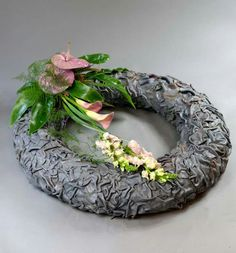 Akademia Marioli Miklaszewskiej Wreaths For Front Door, Door Wreaths, Table Arrangements, Floral Arrangements, Grave Decorations, All Saints Day, Polymer Clay Flowers, Funeral Flowers, Ikebana