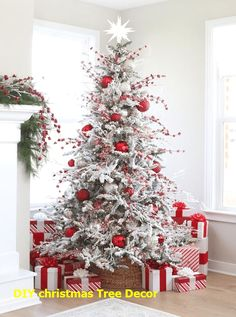 11 Amazing and ingenious Christmas Tree Toppers Christmas Tree Decorating Tips, Christmas Tree Design, Autumn Decorating, Beautiful Christmas Trees, Christmas Tree Toppers, Christmas Tree Decorations, Christmas Holidays, Xmas Trees, Christmas 2019