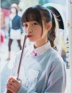 지난 포스팅에서 일본akb48의 오구리 유이에 대해 소개하면서, 2만년에 한번나온 미소녀라고 했었는데요. '○○年に1人の美女'라고 붐을 일으킨 장본인이 바로 '하시모토 칸나'입니다.  1000年に1人の美女, 즉 천년에 한명 미녀라는 말인데요. 1999년생으로 현재기준 한국나이로 19살, 일본나이로 고작 17살이라고 합니다.    일본 후쿠오카 출신으로, 일본에는 지역마다 활동하는 가수기획사가 있는데요. 후쿠오카의 리브프롬.. Hot Japanese Girls, Japanese Models, Pictures Of Lily, Gorgeous Teen, Asian Kids, Best Portraits, Japan Girl, Asia Girl, Kawaii Girl