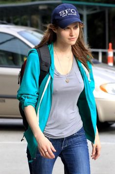 lets look at a set of best Alexandra Daddario pictures of all time. These pictures of Alexandra Daddario show you every part of Alex you ever wished to see. Hollywood Celebrities, Hollywood Actresses, Beautiful Celebrities, Beautiful Actresses, Alexandra Anna Daddario, Le Jolie, Foto E Video, Celebs, Elegant