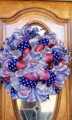 Celebrate the Stars and Stripes Forever with These Star Spangled of July Craft Projects (Second Edition) Patriotic Wreath, Patriotic Crafts, Patriotic Decorations, July Crafts, 4th Of July Wreath, Americana Crafts, Flag Wreath, Summer Wreath, Deco Mesh Crafts