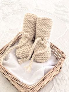 3 v. Knitted Booties, Knit Shoes, Baby Booties, Baby Shoes, Crochet Stitches, Knit Crochet, Crochet Patterns, Knitted Baby Clothes, Crochet Crafts