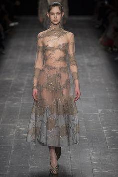 Valentino Fall 2016 Ready-to-Wear Fashion Show