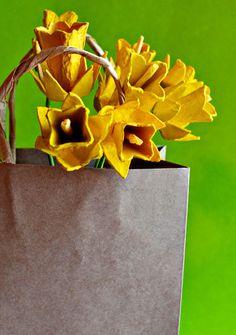 flores_hechas_con_hueveras