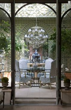 Dining room with treillage (trellis/lattice) walls - Cathy Kincaid Interiors French Decor, French Country Decorating, Patio Interior, Interior And Exterior, Outdoor Rooms, Outdoor Living, Outdoor Patios, Outdoor Kitchens, Mezzanine Design