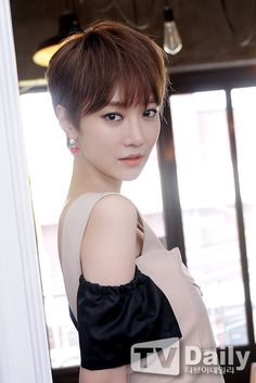 Short Hair Tomboy, Girl Short Hair, Short Hair Cuts, Pixie Bob Hairstyles, Short Hairstyles For Women, Pretty Hairstyles, Korean Beauty, Asian Beauty, Androgynous Haircut