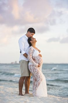 to Wear to a Maternity Photography Session White lace Maternity Dress during a photo shoot on Arashi Beach Aruba Beach Maternity Pictures, Summer Maternity Photos, Maternity Dresses For Photoshoot, Maternity Winter Dresses, Beach Pregnancy Photos, Maternity Photo Shoot, Couple Pregnancy Pictures, Beach Pregnancy Announcement, Pregnancy Info