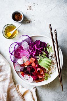 FOOD ART NgLp Designs shares Colourful Plates We Love: The Poke bowl. brimming with sweet, colorful vegetables, they're not only pretty to look at and fun to make, they satisfy like a meal of vegetarian sushi colourful vegetables healthy meals f Vegetarian Recipes, Healthy Recipes, Healthy Meals, Yummy Recipes, Zoodle Recipes, Dinner Healthy, Salad Recipes, Bojon Gourmet, Colorful Vegetables