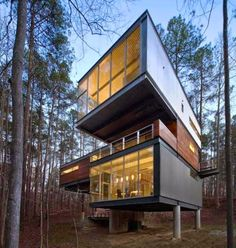 COOL THREE-STOREY HOUSE DESIGN WITH THREE VERY DISTINCT VOLUMES, EACH FACING A DIFFERENT DIRECTION AND CANTILEVERED
