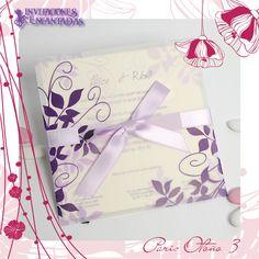 Invitacion de diptico con sobre de diseño de hojas en flexografia de tono morado en un papel calca aperlado