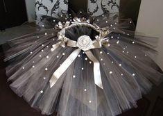s1200 1,003×713 pixeles Little Girl Dresses, Flower Girl Dresses, Princess Tutu Dresses, Newborn Tutu, Diy Tutu, Tutu Tutorial, Baby Dress Patterns, Kids Frocks, Baby Kind