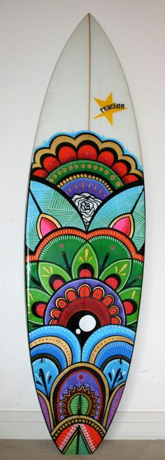 So you want to learn to surf? These beginners surfing tips will help you get started. Surfboard Painting, Surfboard Art, Tiki Tattoo, Skateboard Deck Art, Garden Mural, Surfing Tips, Ewok, Water Photography, Posca