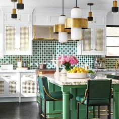 See Unique Kitchen Design Ideas In a Variety of Styles and Aesthetics Kitchen Cabinet Colors, Kitchen Colors, Kitchen Decor, Kitchen Cabinets, Kitchen Ideas, Kitchen Themes, White Cabinets, Kitchen Interior, Interior Design Tips