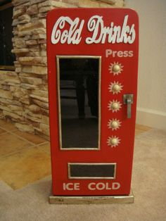 Vintage Look Cold Drinks Cabinet w/Front Glass/Old Coca Cola Soda Machine Style.