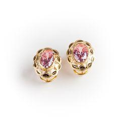 #Pendientes de #plata 925 con baño de #oro rosa, rematados con una piedra fina de color rosa. La pieza presenta un cómodo cierre en omega. #Joyas #jewelry #thebestgift #elmejorregalo #Qillqabyjoyayplata