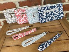 Double zip wristlet, wristlet wallet Handmade Clutch, Handmade Purses, Diy Wallet, Wristlet Wallet, Premier Prints, Wallet Pattern, Canvas Handbags, My Bags, Zipper Pouch