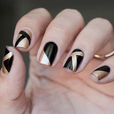 30 Exquisite Gold Nail Designs | Nail Design Ideaz - Page 3