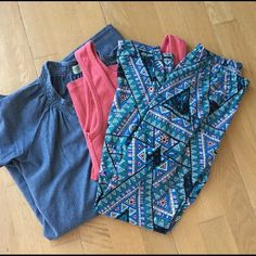 Lularoe leggings in fun print! Lularoe leggings with original elastic waistband. Gently worn. These are one of the pairs that are a smaller cut (occasionally happens with LLR). Best fits sizes 0-4. Super cool print! Lularoe Pants Leggings