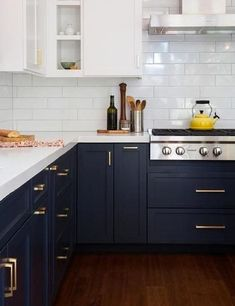 Midnight blue kitchen cabinets for 2018 #2018colourtrends #darkblue