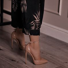Teen Fashion Outfits, Mode Outfits, Classy Outfits, Trendy Outfits, Sock Shoes, Shoes Heels Boots, Heeled Boots, Aesthetic Shoes, Aesthetic Clothes