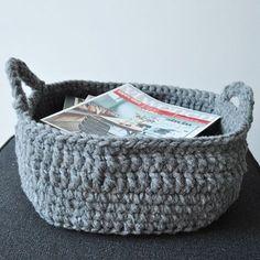 Gratis haakpatroon gehaakte mand Crochet Toys Patterns, Amigurumi Patterns, Stuffed Toys Patterns, Crochet Ideas, Crochet Home, Knit Crochet, Crochet Bags, Making Baskets, Craft Bags