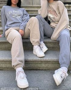 outfits with sweatpants outfits . outfits for school . outfits with leggings . outfits with air force ones . outfits with sweatpants . outfits with black jeans Cute Comfy Outfits, Chill Outfits, Cute Casual Outfits, Mode Outfits, Outfits With Sweatpants, Tomboy Outfits, Grunge School Outfits, Stylish Outfits, Cute Travel Outfits