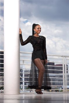 GLAMOUR's Most GLAMOURous Nandi Mngoma What does GLAMOUR mean to you? 'It's about feeling good and having a natural sense of who you are, so that you exude confidence and own your flaws. African Beauty, African Women, Melanin Queen, Glamour Magazine, Number One, Black Women, Confidence, Flaws