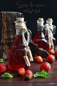 Sirop de capsuni si mai apoi...capsuni congelate:-))) Romanian Food, Romanian Recipes, Hot Sauce Bottles, Chocolate Fondue, Preserves, Pickles, Smoothies, Juice, Mai