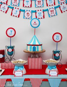 Circus decorations for kids birthday party. So simple but makes an impact. Carnival Cakes, Circus Carnival Party, Carnival Wedding, Carnival Birthday Parties, Carnival Themes, Circus Birthday, First Birthday Parties, Birthday Party Themes, Circus Theme