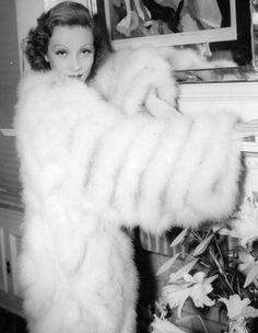 Marlene Dietrich in her dressing room during filming of The Garden of Allah (Richard Bleslawski, 1936)
