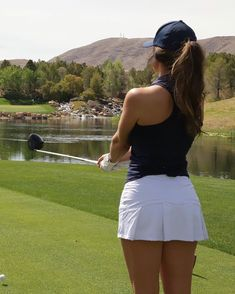 """K L E A ⛳️🐾 on Instagram: """"What goes through your head before a tee shot...? For me, lately, it's been """"how bout we try not to f*ck this one up, champ..."""" 😂🤦🏻♀️…"""""""
