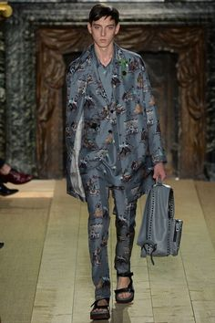 See the complete Valentino Spring 2015 Menswear collection.