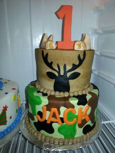Check out this item in my Etsy shop https://www.etsy.com/listing/203187900/handmade-edible-fondant-deer-antler