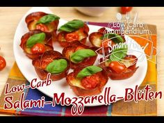 Low-Carb Salami-Mozzarella-Blüten mit Tomaten - würzig-herzhafter Low-Carb Snack