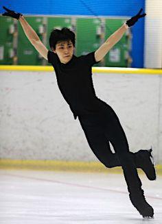 フィギュアの羽生が練習公開  来年2月のソチ五輪を目指すフィギュアスケートの羽生結弦(18)=写真=が30日、仙台市内で練習を公開し今季の新プログラムを披露した。練習ではフリーで4回転ジャンプを決めるなど調子の良さをうかがわせた。 【時事通信社】