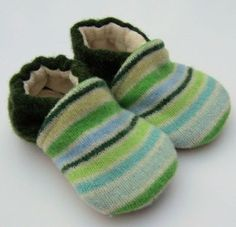 upcycled sweater shoes @Sara Eriksson Reckling Upcycled Sweater, Old Sweater, Sweaters, Sewing For Kids, Sewing Ideas, Crafty Projects, Sewing Projects, Reuse, Crocheting